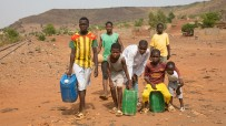 boys from Mali carrying water