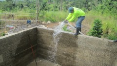 Construction of the water catchment system in Tasba Pri community. (Photo: WaterAid - Eduardo Rodríguez)